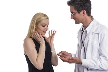 Arzt beim Patientengespräch freuen