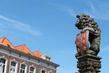 Pilar de un león con el escudo de armas de Gouda
