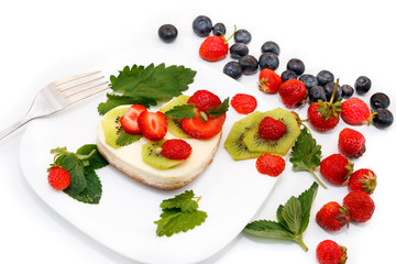 cheesecake decorated with strawberries and kiwi