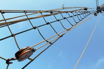 Mástil y jarcias de un barco