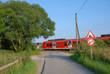 canvas print picture - beschrankter Bahnübergang im Feld