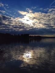 закат на реке Озерна