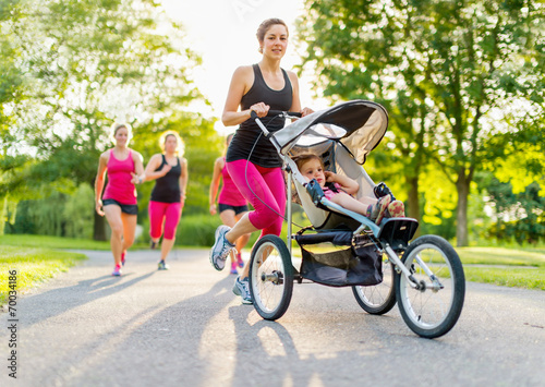 Leinwandbild Motiv active mother jogging