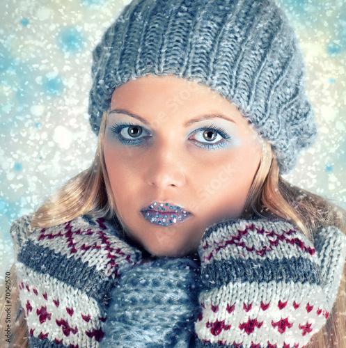 canvas print picture hübsche Frau im Winter