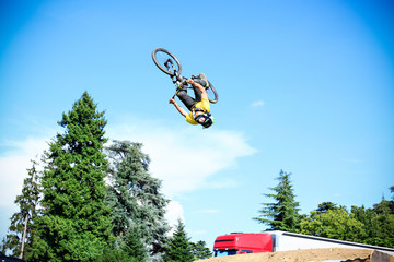 Mountain bike free style athlet make a big jump