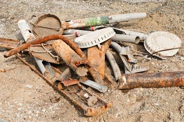 Ein bei Bauarbeiten gesammelter Haufen Stahlschrott