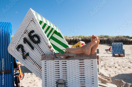 canvas print picture Entspannen im Strandkorb