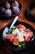 Salad with fresh figs and prosciutto