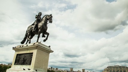 Paris, Sculpture Henris 3 III, Time-lapse, zoom in