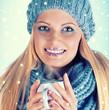 canvas print picture - modische junge Frau im Winter