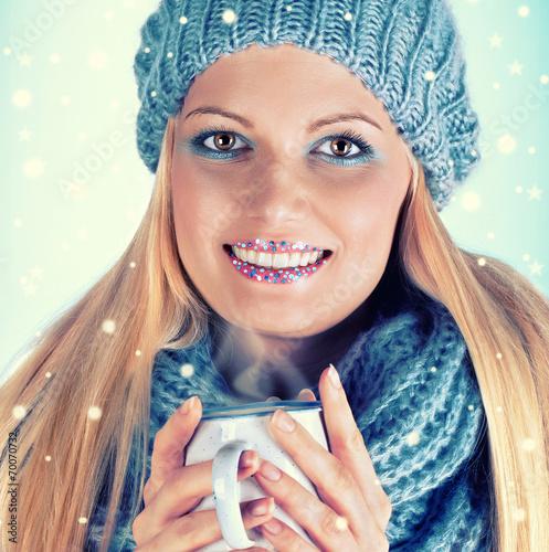 canvas print picture modische junge Frau im Winter