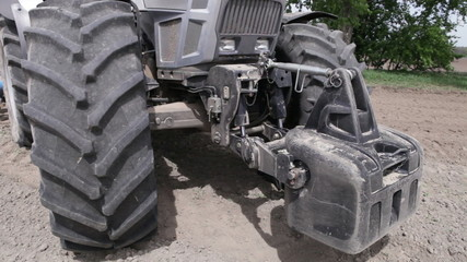 Front weighting tractor