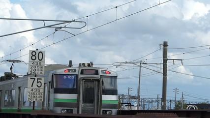 鉄橋を通過する電車の風景_3