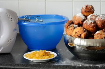 Baking oliebollen