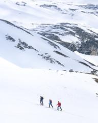 gemeinsam eine Skitour unternehmen