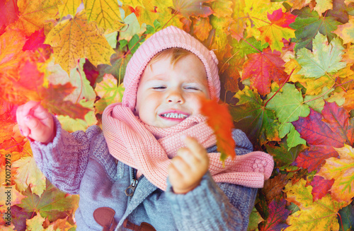Fotobehang Tuin little child with leaf