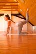 Frau in Yogaposition