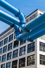 blaue Versorgungsrohre
