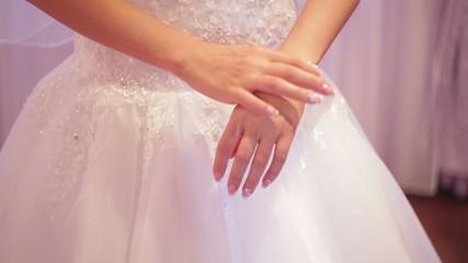 bride dresses bracelet on the arm