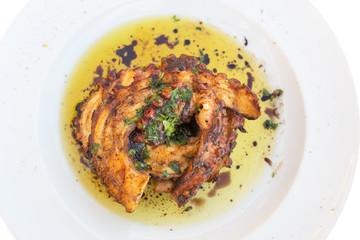 Oktopus vom Grill auf einem Teller