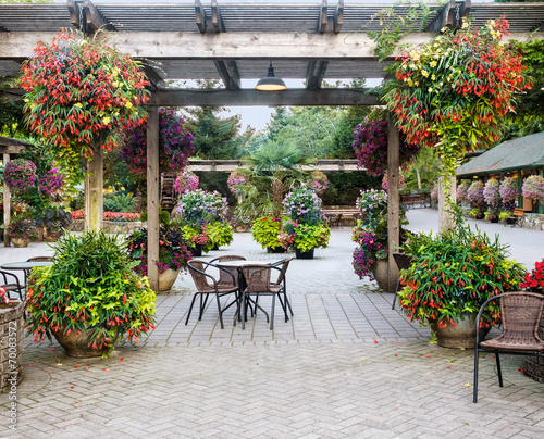 Table withchairs under pergola - 70083572