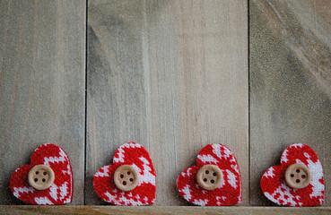Vier Herzen, Holztafel