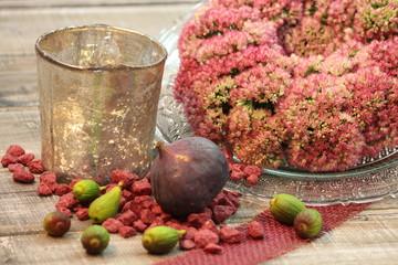 herbstliche florale Kranzdeko mit Feigen