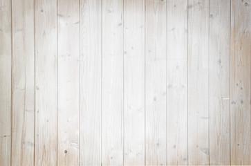 Rustikale helle Holzwand mit Spotlight