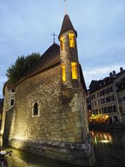 Anochecer en Annecy (Francia)