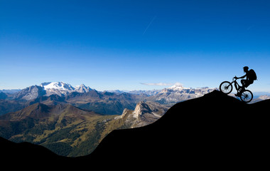 Mountainbiker in den Alpen