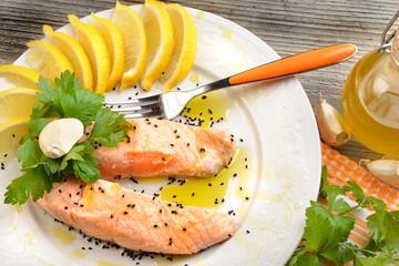 piatto di salmone al vapore
