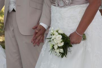 Mariés main dans la main