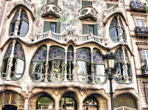 Fototapeta BARCELONA, SPAIN - MAY 24: Casa Batllo Facade. The famous buildi