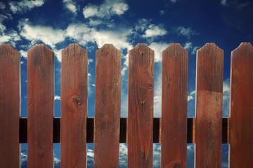 Steccato con sfondo cielo