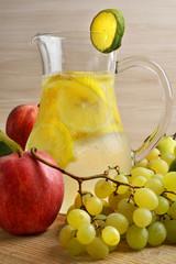 limonata e frutta autunnale