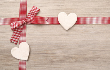 Herzen mit Schleife