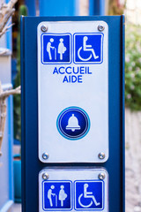 Borne accueil aide handicapé