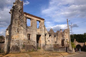 Ruine de maison du village martyr d'Oradour-sur-glane