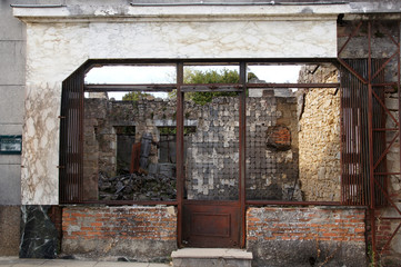 Ruine de la boucherie à Oradour-sur-glane
