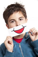 bambino con finto sorriso