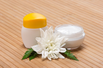 Natural moisturizing face cream