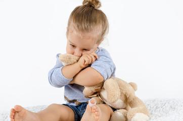 Trauriges Mädchen sucht Trost