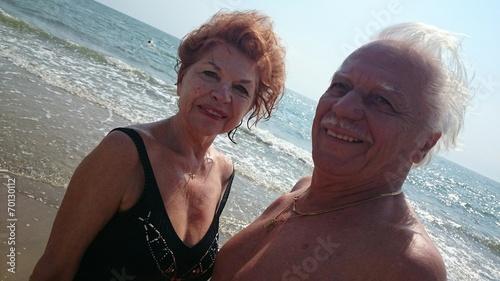 canvas print picture Rentner paar am Strand