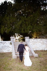 Les mariés vont se cacher