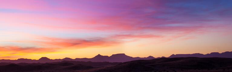 Tramonto rosa sul deserto