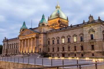 Bundesverwaltungsgericht Leipzig am Abend