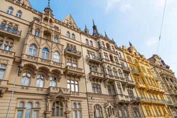 historische Häuserfront in der Prager Neustadt