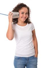 Konzept Kommunikation: junges Mädchen isoliert am Telefon