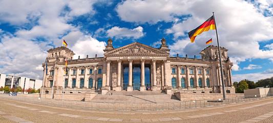Der deutsche Bundestag im Berliner Reichstagsgebäude