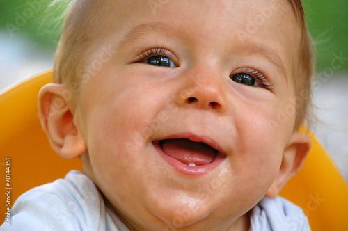canvas print picture Lachendes Baby (Junge) mit erstem Zahn